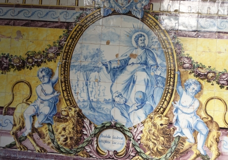 Azulejos depicting the Parable of the Barren Fig Tree in Cloister of Mosteiro de Santa Cruz, Coimbra. Photo by Joseolgon.