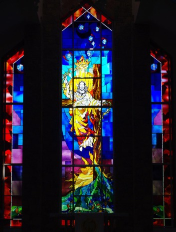 Resurrection Window in the Chancel of Our Savior's Way Lutheran Church, Ashburn, Virginia. (https://www.oswlc.org/about-us/photo-albums/stained-glass-windows)